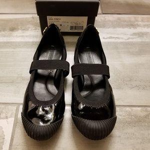 BCBGMaxazria black patent shoe